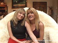 blonde matures want to reach a pefect ograsm together concerning a dildo
