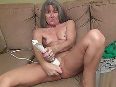 Leilani Lei Masturbates plus Squirts (M6)