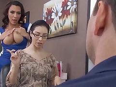 Insane hairdresser gets cruelly pulverized in the backroom