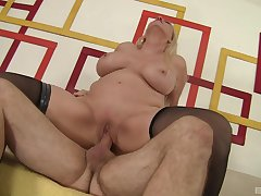 Oversexed MILF Carla Craves gets the good boning she needed