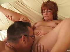 Amateur mature tries younger learn of in her heavy holes