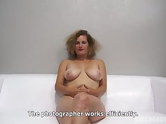 Peaches woman with frizzled hair is getting fucked during a job interview and moaning greatest extent cumming