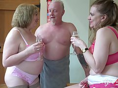 AgedLovE Two Matures and On tap Man in Threesome