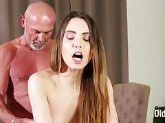 Fucking close-fisted vagina making her wet for grandpa