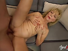 Mature blonde woman with saggy soul is sucking a fresh meat stick, in advance riding it like risible