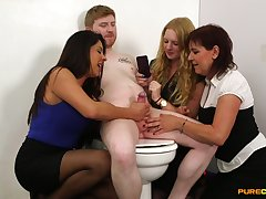 Pale dude gets his dick pleasured by Candi Coxx and her entourage