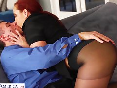 Bright white-hot haired unfocused Kelly Divine gets her pussy fucked thither ravelled pantyhose