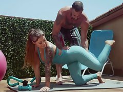 Fitness latitudinarian Kali Roses gets messy facial after crazy sex with her unlike trainer