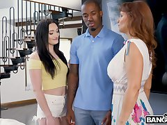 Wild fucking in the living-room with bushwa hungry mature Syren De Mer