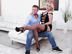 Deep copulation encircling a classy MILF in need to swallow get a kick out of a whore