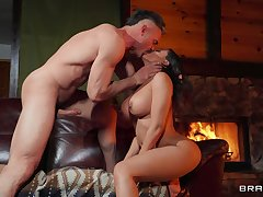 Letting Luna Star loose with a hung lover yields outstanding benefits