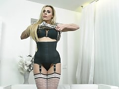 Video of naughty mature Brittany Bardot playing with her wet pussy