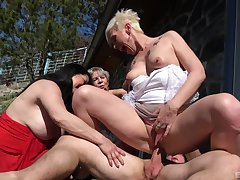 Victuals matures share be imparted to murder dick in sunny outdoor charm scenes