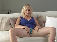 Unexcelled woman with broad in the beam natural tits, seductive couch finger fucking moments