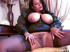 Provocative mature Danica Collins spreads her legs close by masturbate